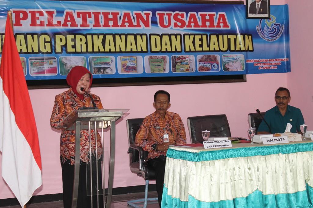 Ibu Walikota Memberikan Sambutan Acara Pelatihan Usaha Perikanan Dan Kelautan